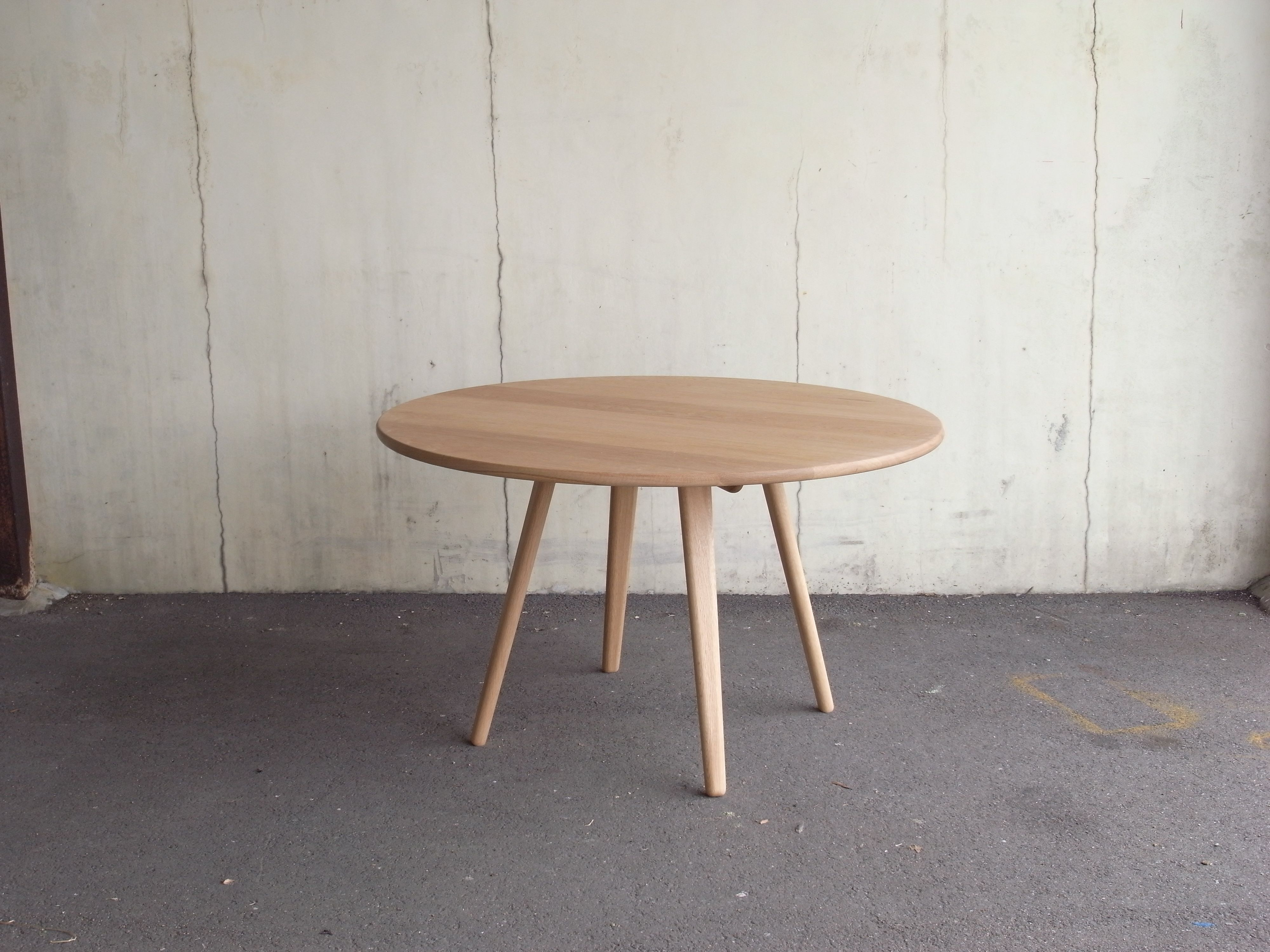 "diningtable ""Mushroom"" Φ : 1200mm h : 700mm material : oak finish : wax"