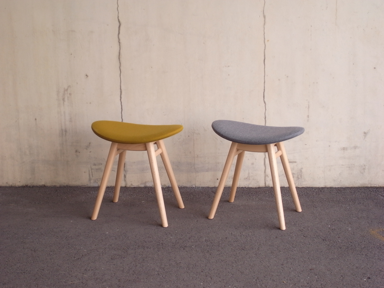 nmd-01 (nomade stool)             w :  475 mm             d :  340 mm             h :  475 mm            sh : 425 mm   material : beech , fabric       finish : oil       price : ¥ 42,000 (with tax) (価格はbeech×fabricのものです)