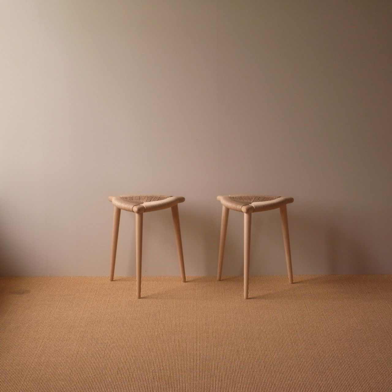 "Three leg stool ""BOW""         L : Oak    R : Ash w : 400mm  h : 450mm finish : wax"