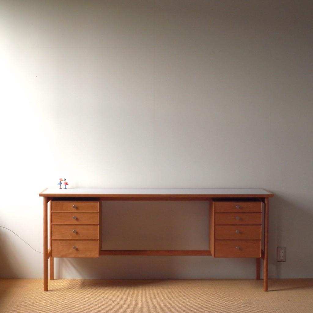kneehold desk01