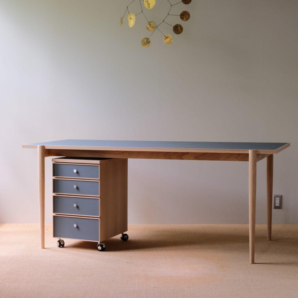 linoleum desk / リノリウム